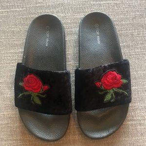 NWOT Urban Outfitters embroidered velvet sandals